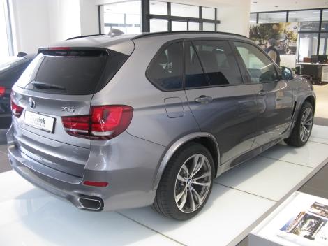BMW_X5_3.0d_M_Sport_(12978025144).jpg