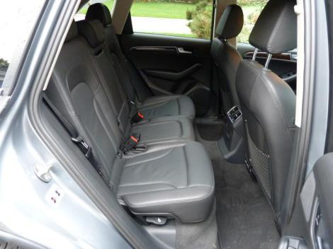 Q5-rear-seat.jpg