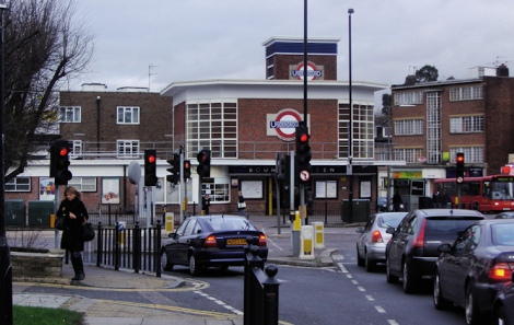 geograph-2254208-by-David-Howard-Bounds-Green-tube-station-742.jpg